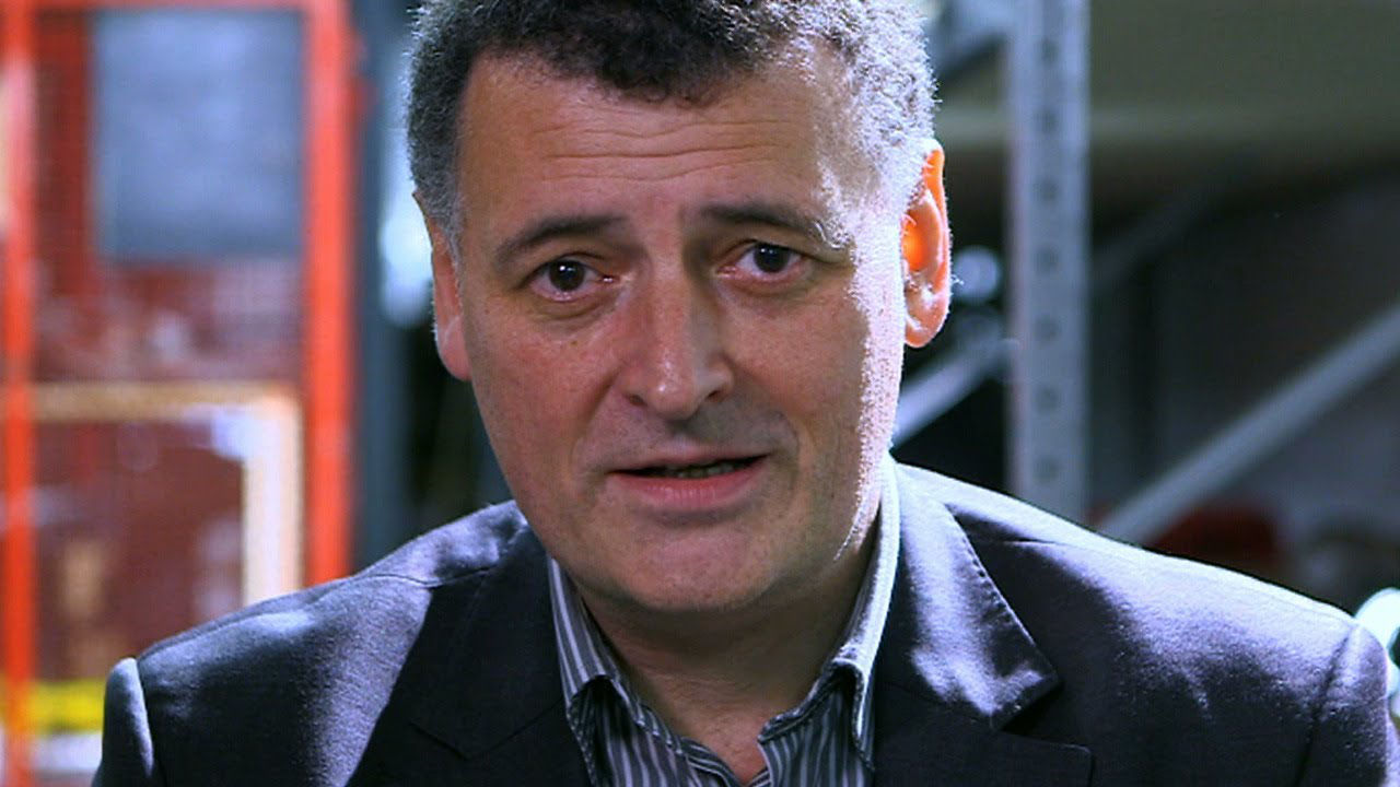 """Steven Moffat, wieloletni showrunner, producent wykonawczy i autor scenariuszy w """"Doctor Who""""."""