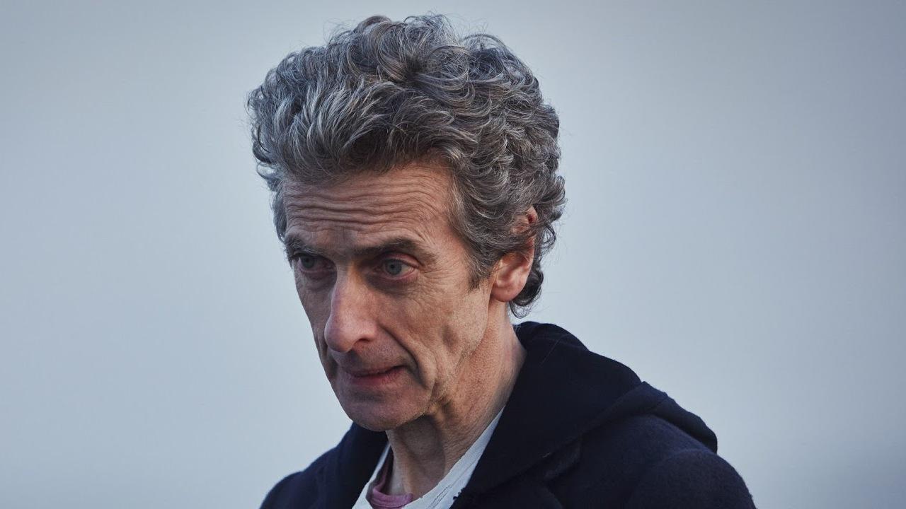 """Peter Capaldi jako Dwunasty Doktor. Kadr z dziesiątej serii """"Doctor Who""""."""