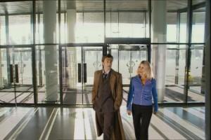 Doktor i Rose w Wales Millennium Centre w odcinku New Earth