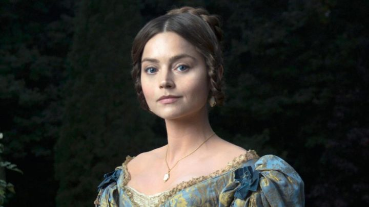 Jenna Coleman jako królowa Wiktoria.