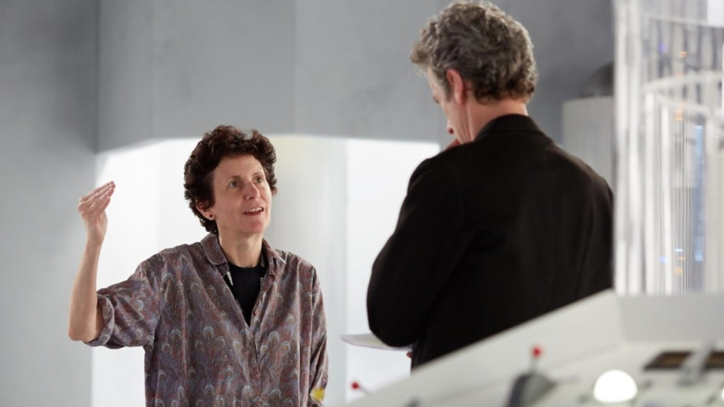 "Rachel Talalay i Peter Capaldi na planie ""Doctor Who""."