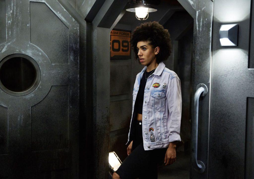 Bill w wąskim korytarzu
