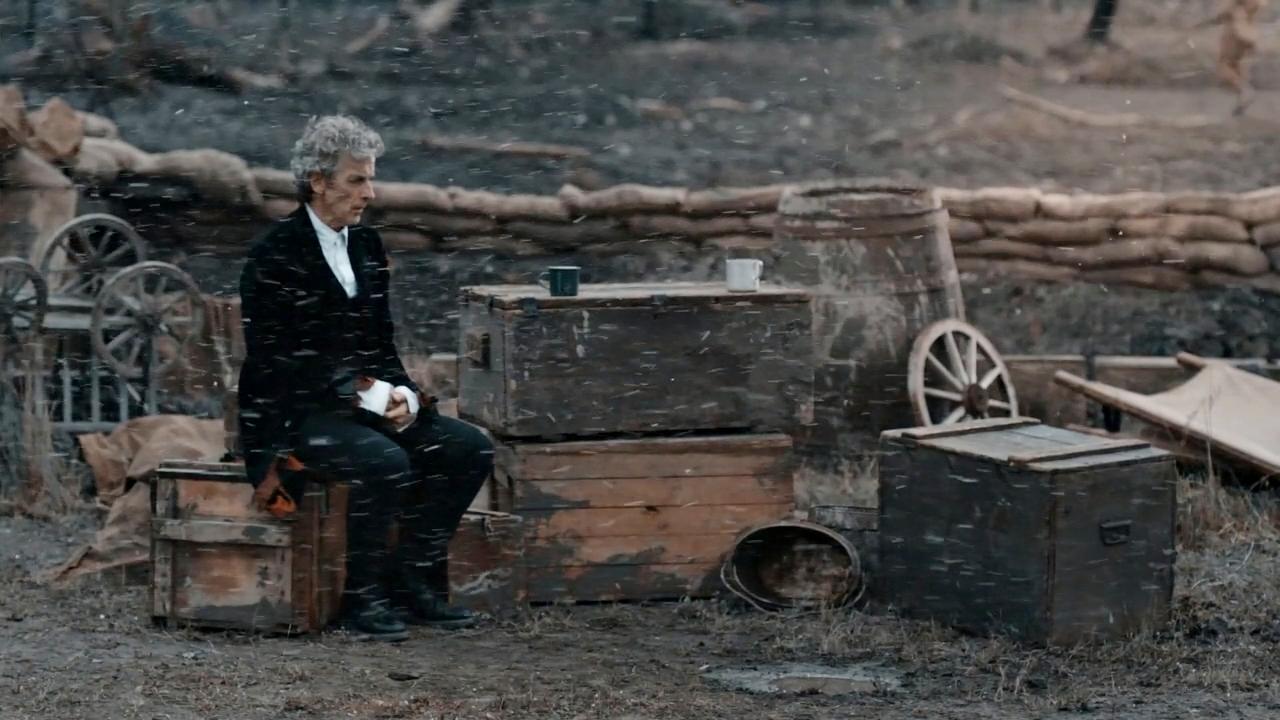 """Peter Capaldi jako Dwunasty Doktor w odcinku """"Twice Upon a Time""""."""