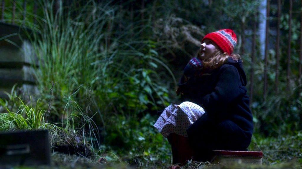 """5 seria """"Doctor Who"""": mała Amy Pond czekająca na Jedenastego Doktora."""