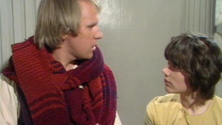 Od lewej: Piąty Doktor i Adric