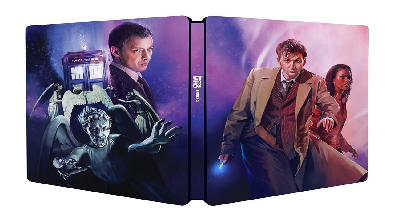 Okładka wydania trzeciej serii, na przedniej stronie widzimy Dziesiątego Doktora i Martę, z tyłu kolaż z TARDIS, Płaczącym Aniołem i Mistrzem Johna Simma.