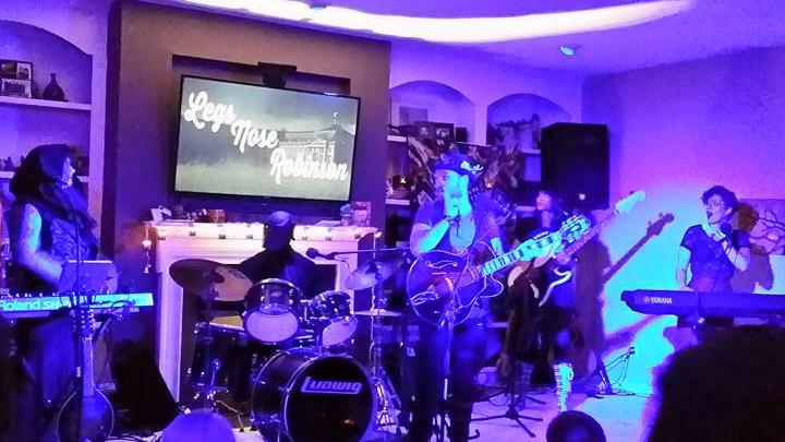 Zdjęcie z koncertu zespołu Legs Nose Robinson