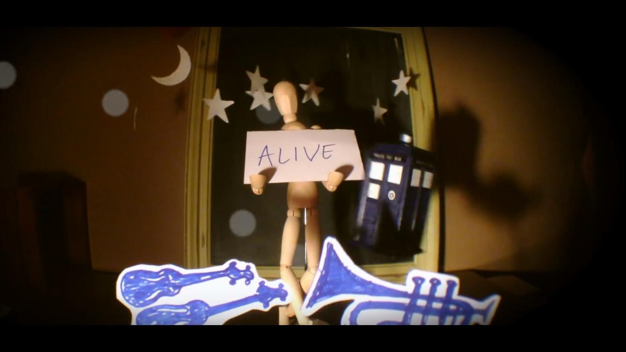 Kadr z teledysku zespołu Legs Nose Robinson do piosenki My Beautiful Idiot