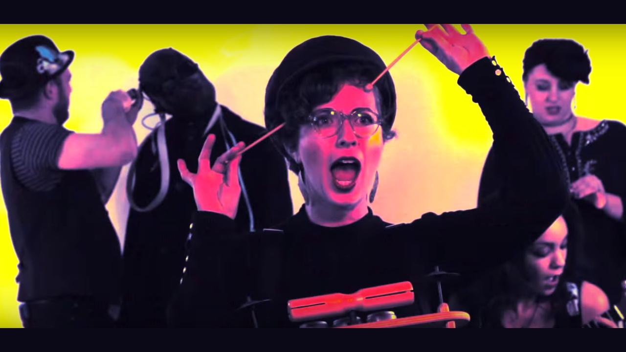 Kadr z teledysku zespołu Legs Nose Robinson do piosenki Shut Up