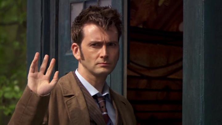 Dziesiąty Doktor macha na pożegnanie