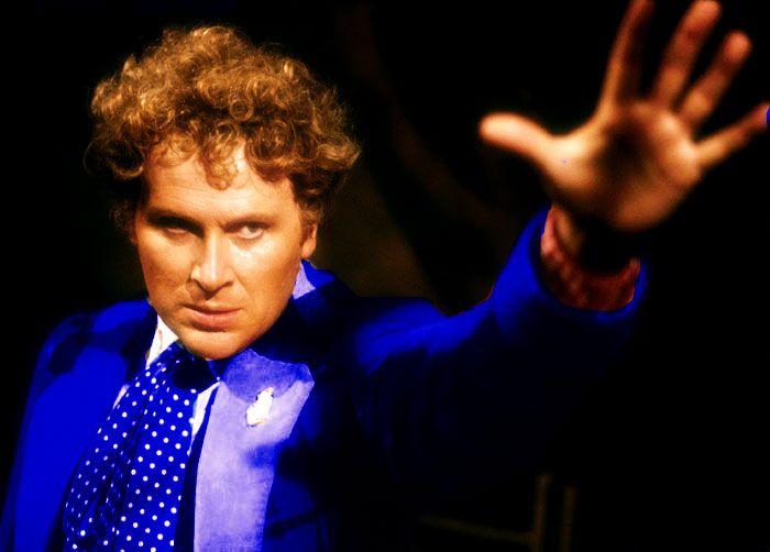 Szósty Doktor w niebieskim płaszczu ze słuchowisk