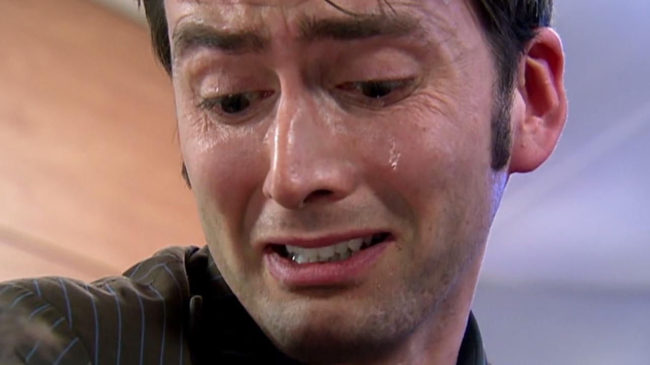 Dziesiąty Doktor płacze nad umierającym Mistrzem