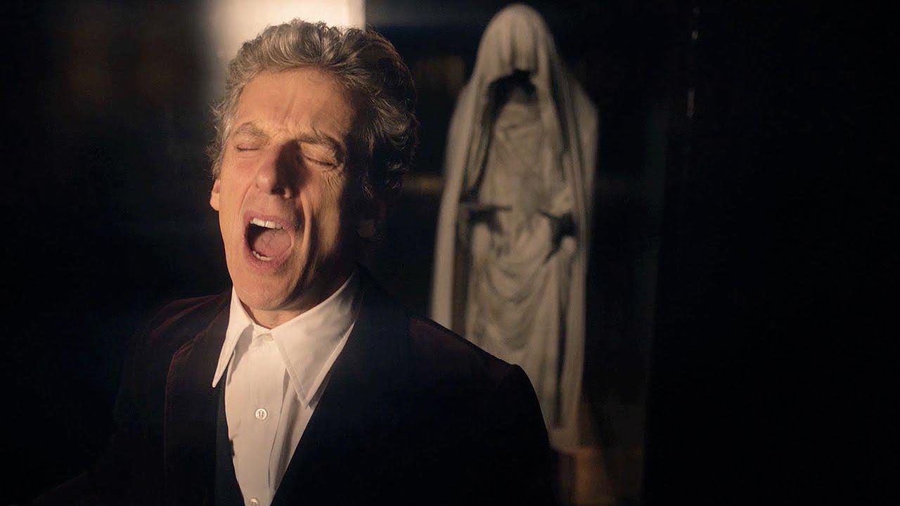 Dwunasty Doktor podczas rozbijania diamentowej ściany