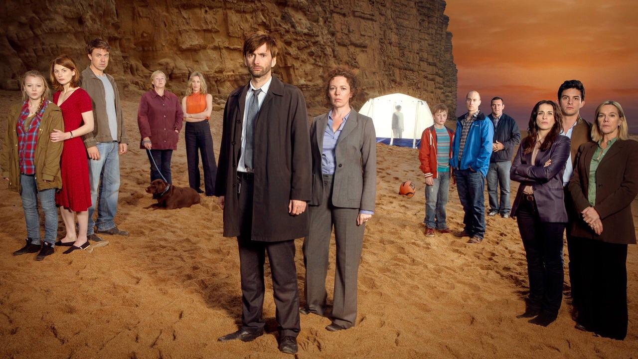 Główne postaci pierwszego sezonu Broadchurch - wśród nich także Jodie Whittaker jako Beth Latimer oraz David Tennant w roli detektywa Aleka Hardy'ego
