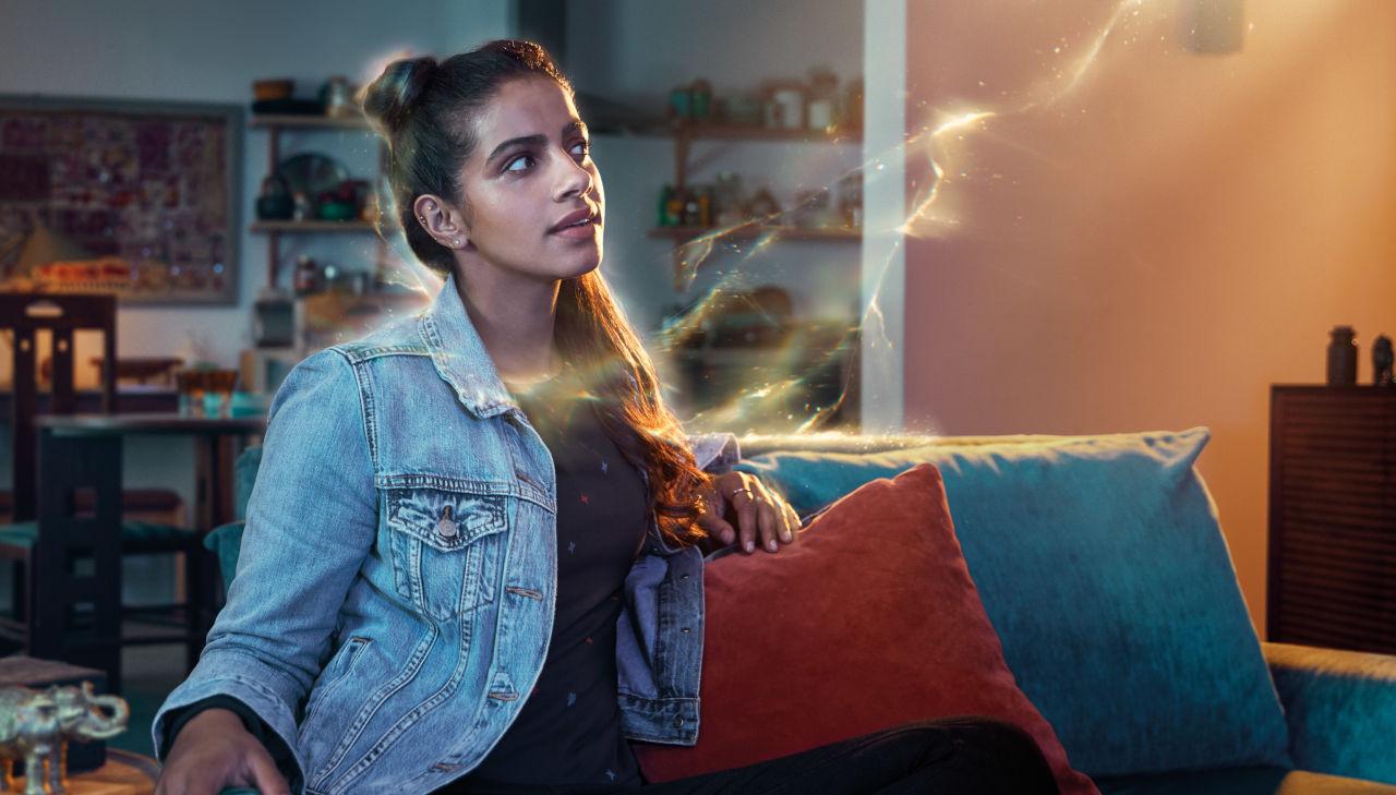 Mandip gill, grająca Yasmin na zdjęciu promocyjnym 11 serii