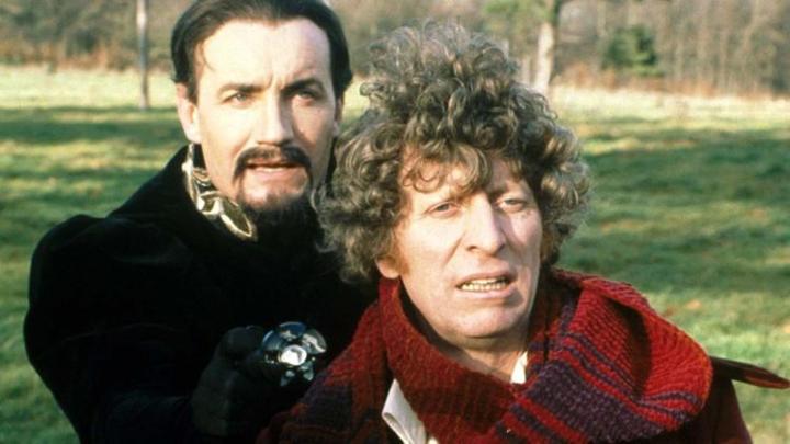 Od lewej: Mistrz (Ainley), Czwarty Doktor