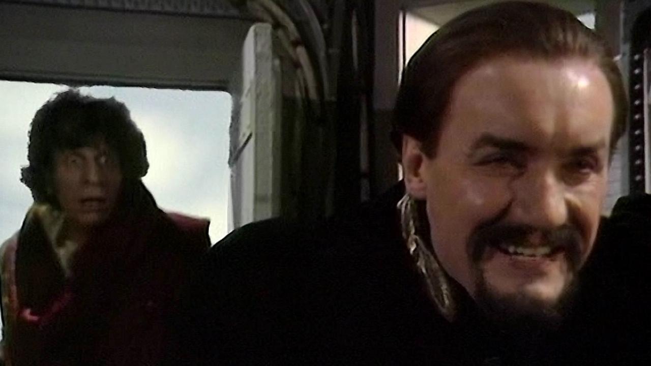 Od lewej: Czwarty Doktor, Mistrz (Ainley)