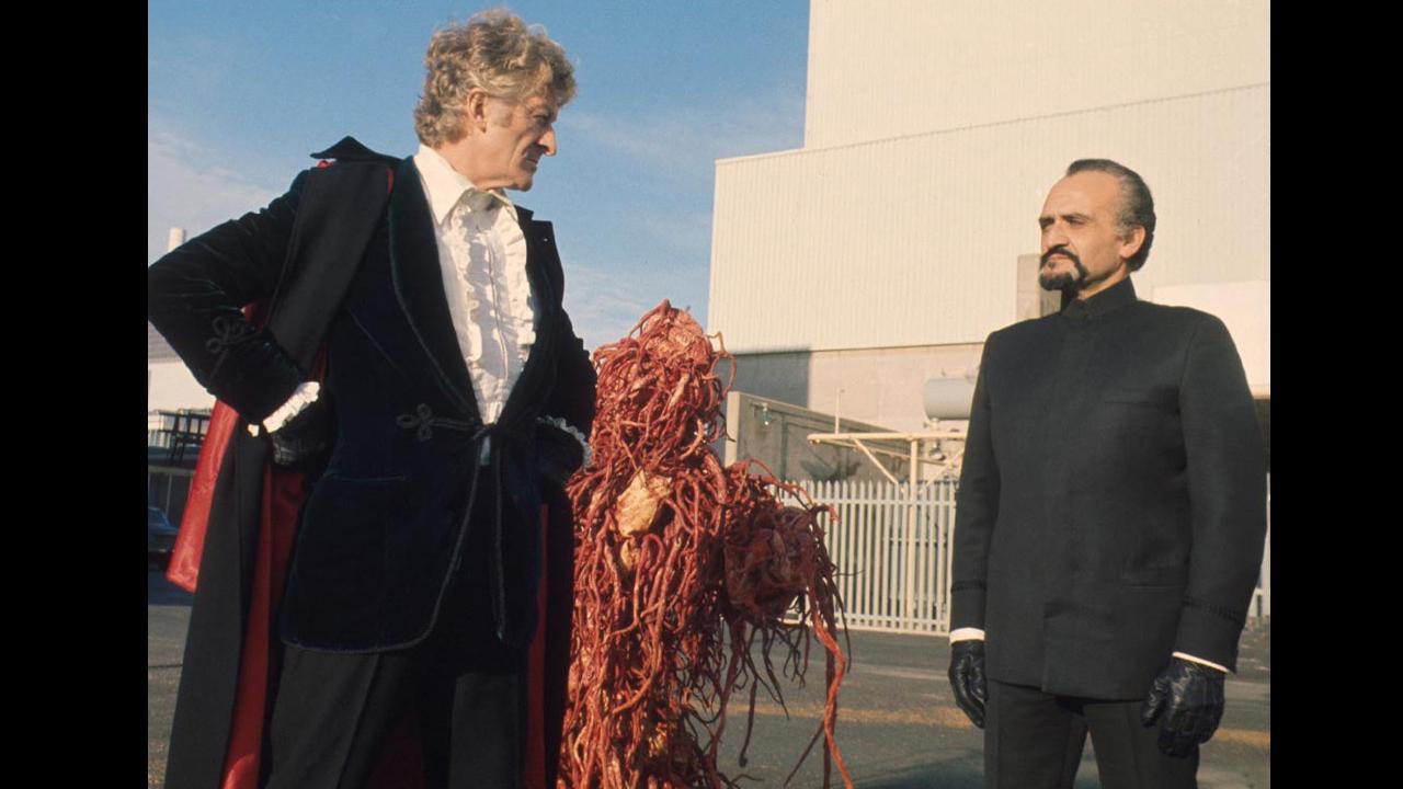 Od lewej: Trzeci Doktor, Mistrz (Delgado)