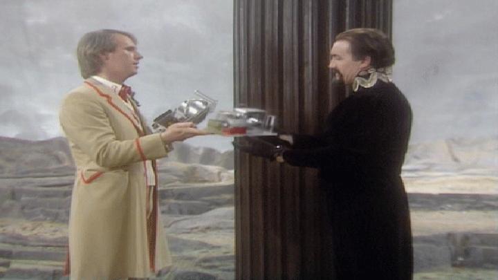 Od lewej: Piąty Doktor, Mistrz (Ainley)