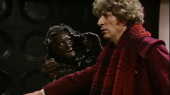 Od lewej: Mistrz u kresu cyklu regeneracyjnego, Czwarty Doktor