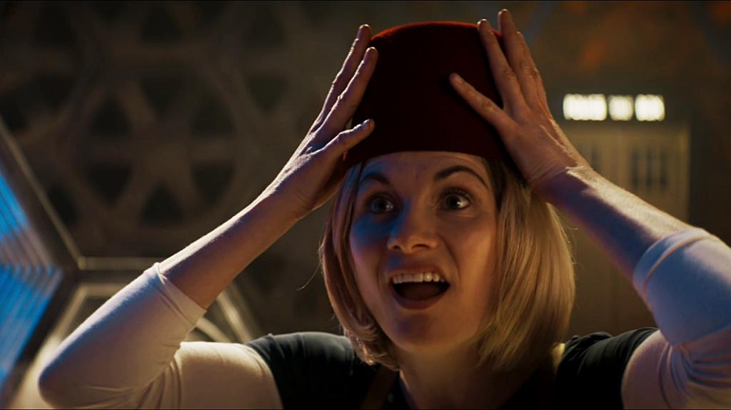 """Jodie Whittaker jako Trzynasta Doktor. Kadr z odcinka """"Kerblam!""""."""
