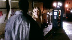 Rose zostawia Mickeya i dołącza do Doktora w TARDIS