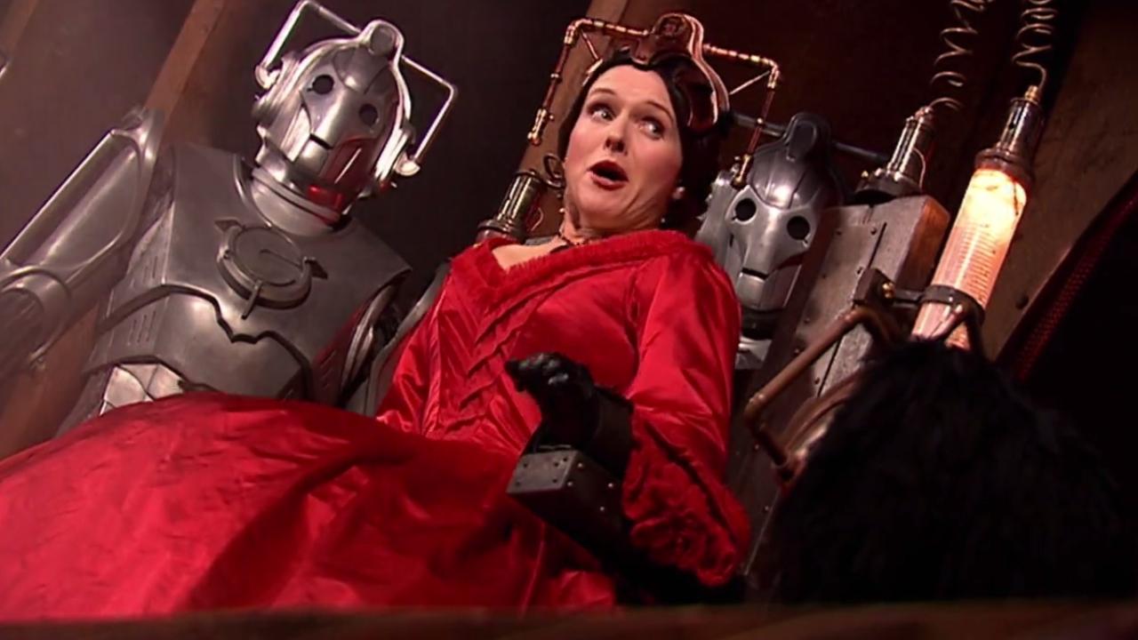 "Panna Hartigan i Cybermeni. Kadr z odcinka ""The Next Doctor""."