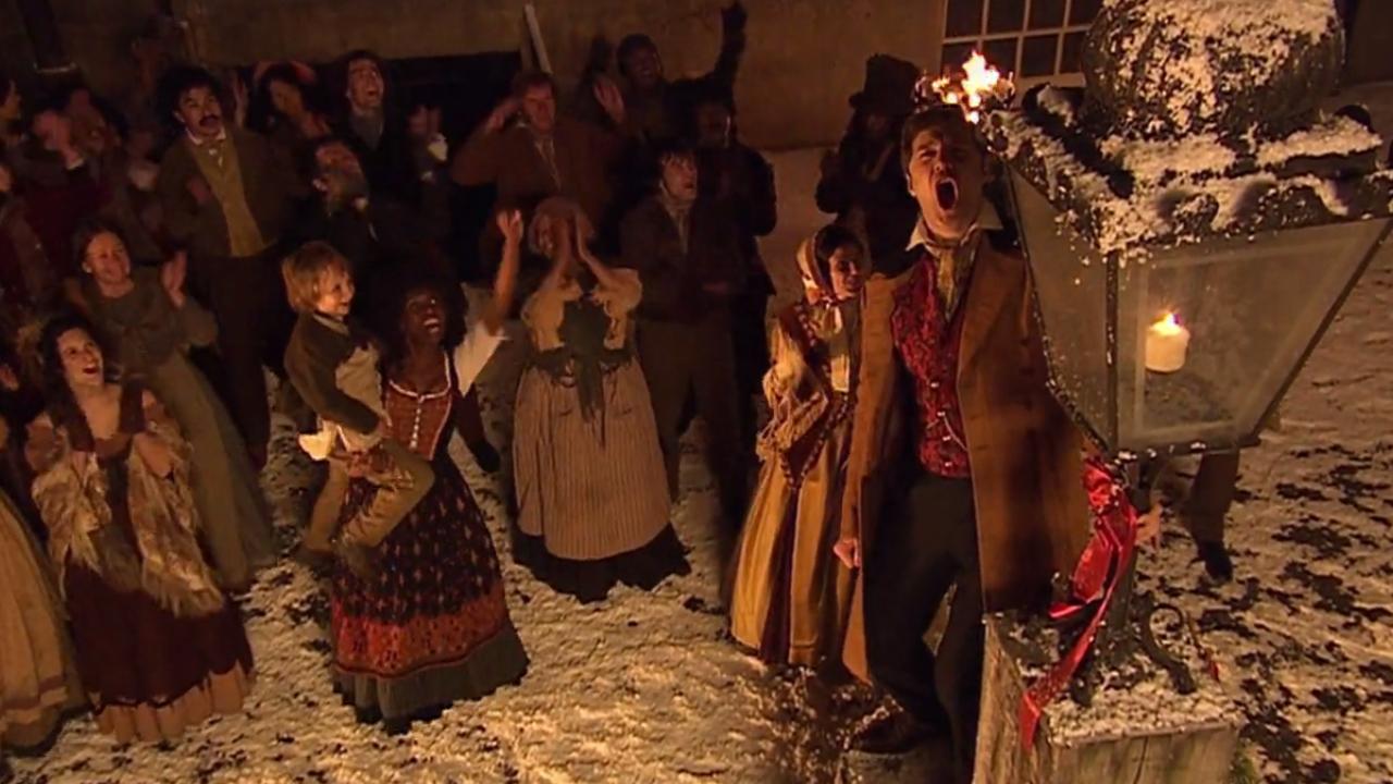 """Jackson Lake i tłum wiwatujący na część Doktora. Kadr z odcinka """"The Next Doctor""""."""
