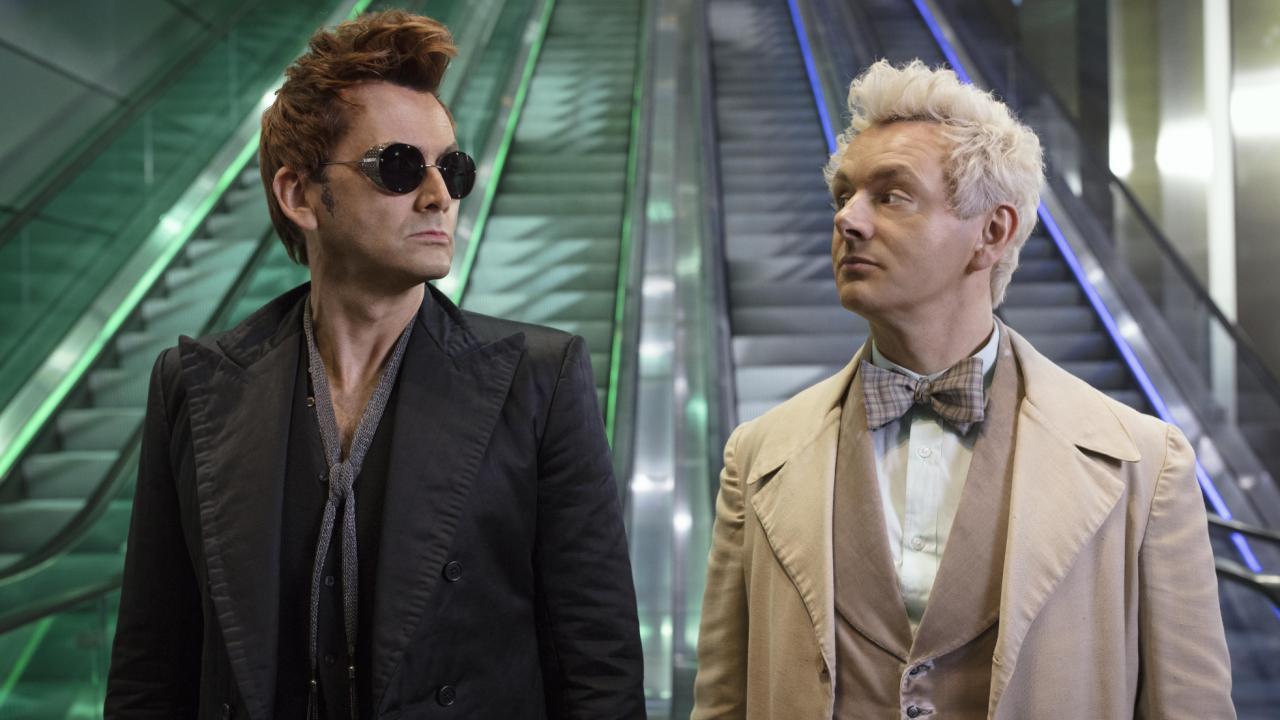 """David Tennant i Michael Sheen jako Crowley i Azirafael w """"Dobrym omenie"""""""
