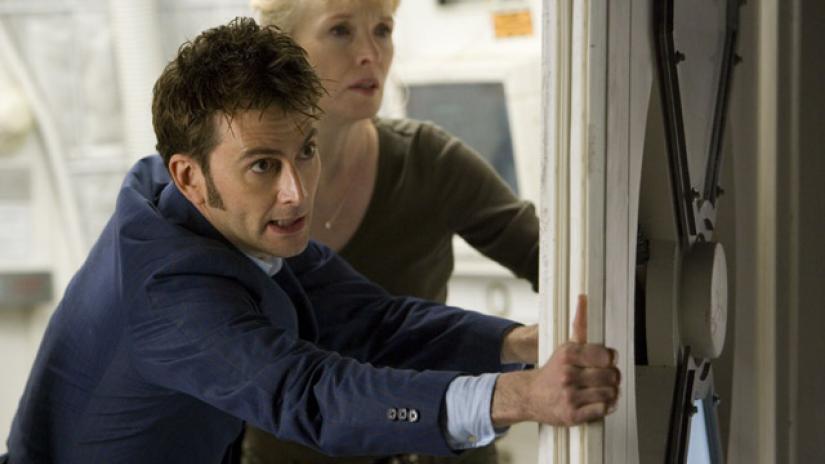 """Dziesiąty Doktor i Adelaide w odcinku """"Wody Marsa""""."""