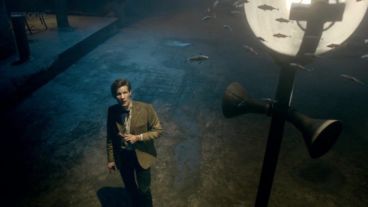 """Zwierzęta Whoniversum: Jedenasty Doktor i ryby w odcinku """"Obowieść wigilijna"""" (""""A Christmas Carol"""")."""