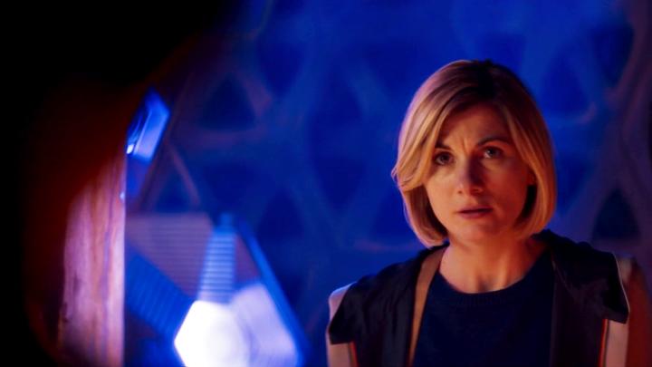 Trzynasta Doktor na pokładzie TARDIS.