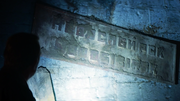 napis cyrylicą: Nowosybirsk, odcinek Orphan 55