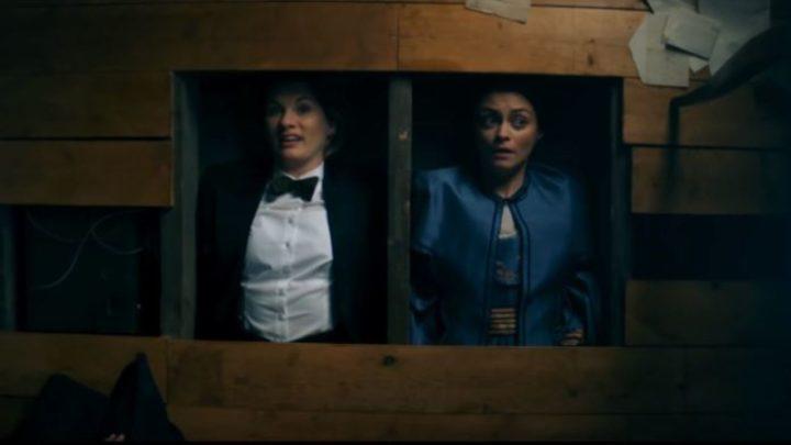 """Trzynasta Doktor i Ada Lovelace. Kadr z drugiego odcinka historii """"Spyfall""""."""