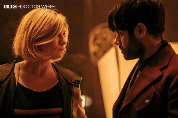 Trzynasta Doktor (Jodie Whittaker) i Mistrz (Sacha Dhawan)